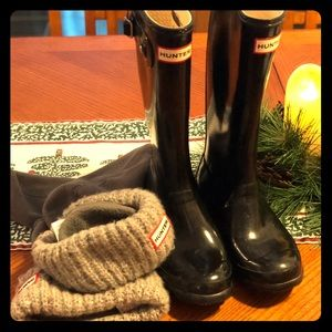 Hunter boots size 6 with size m socks
